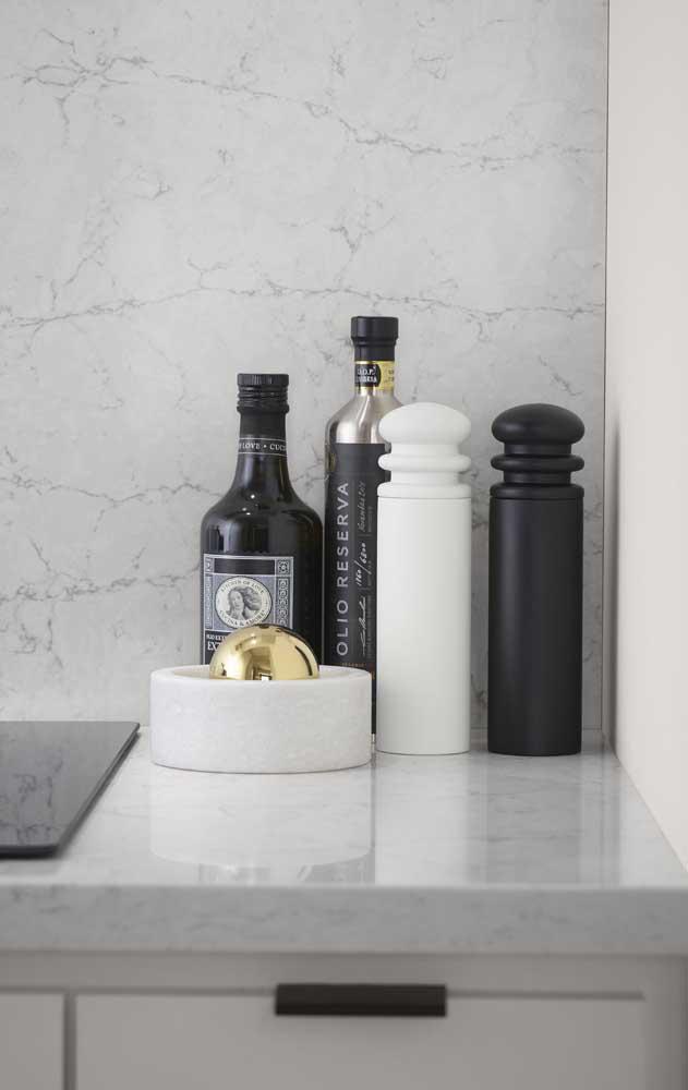 O mármore nanoglass é um material altamente resistente e perfeito para colocar na cozinha.