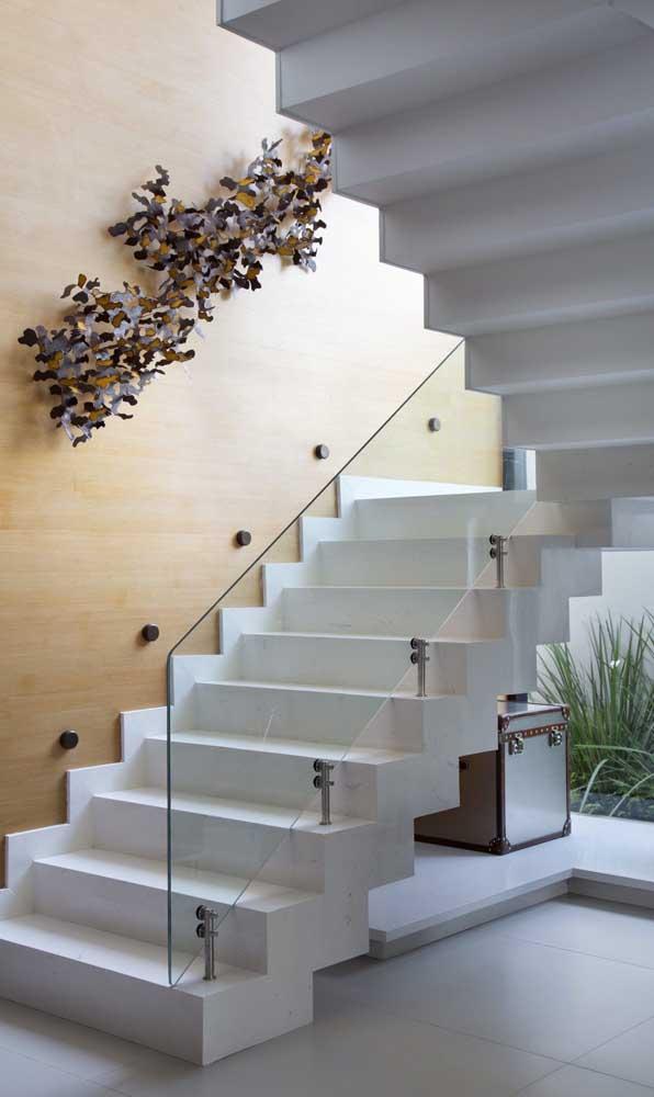Outro modelo de escada feita com nanoglass, metal e vidro.