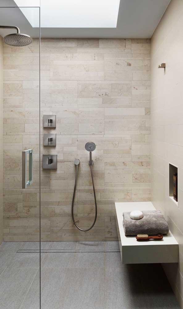 Nesse banheiro foi aplicado o nanoglass marrom bem suave.