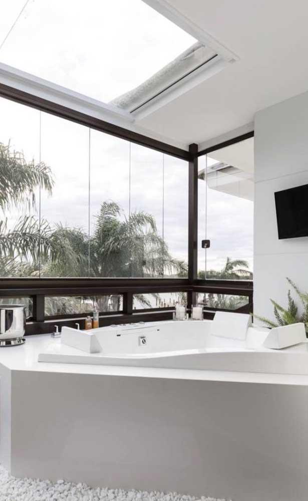 Você sabia que é possível fazer a banheira toda branca com nanoglass?