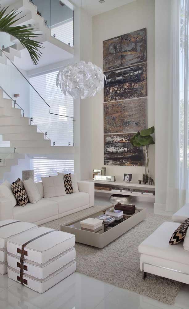Olha que piso brilhante para combinar com toda decoração mais neutra.
