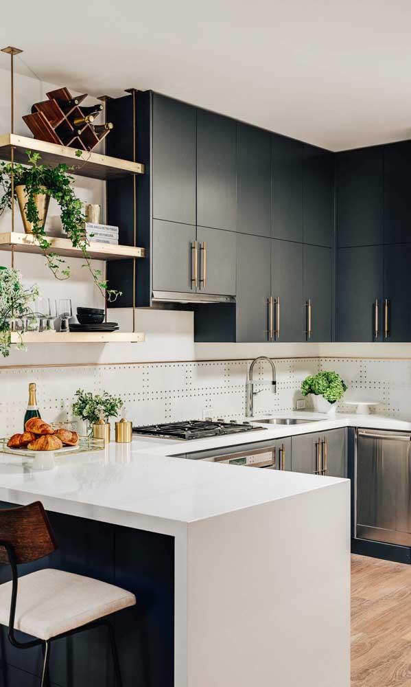 Olha que cozinha mais luxuosa e sofisticada, feita com nanoglass.