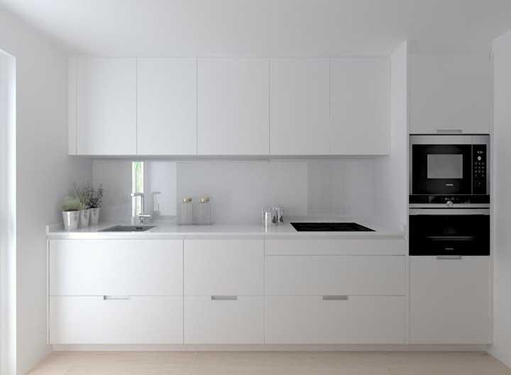 Você quer uma cozinha toda branca? Use e abuse do nanoglass.
