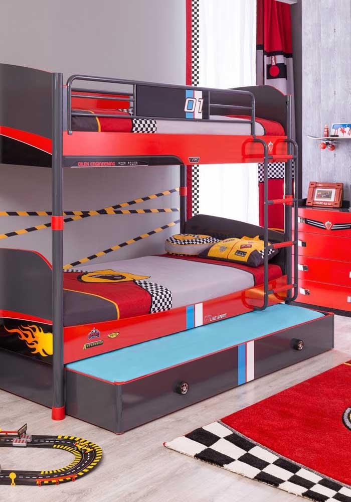 Quem disse que não dá para decorar o quarto das crianças com a cor vermelha?