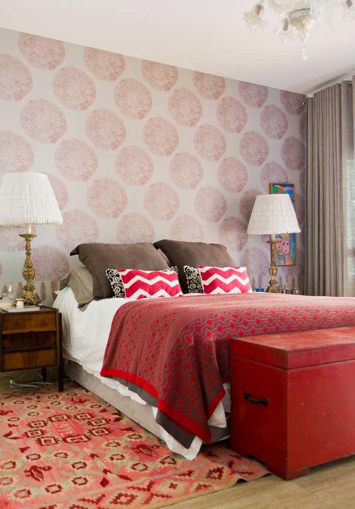 Você pode usar a cor vermelha somente nos itens decorativos do quarto.