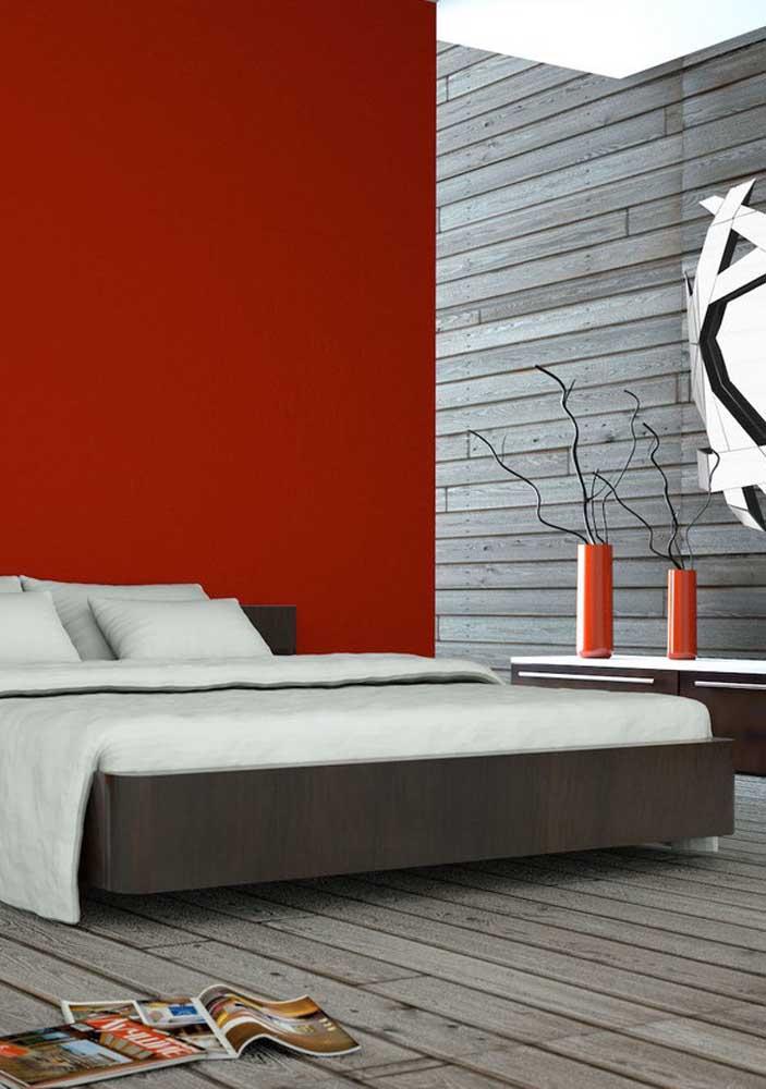 Olha que cor de madeira interessante para combinar com a parede vermelha.
