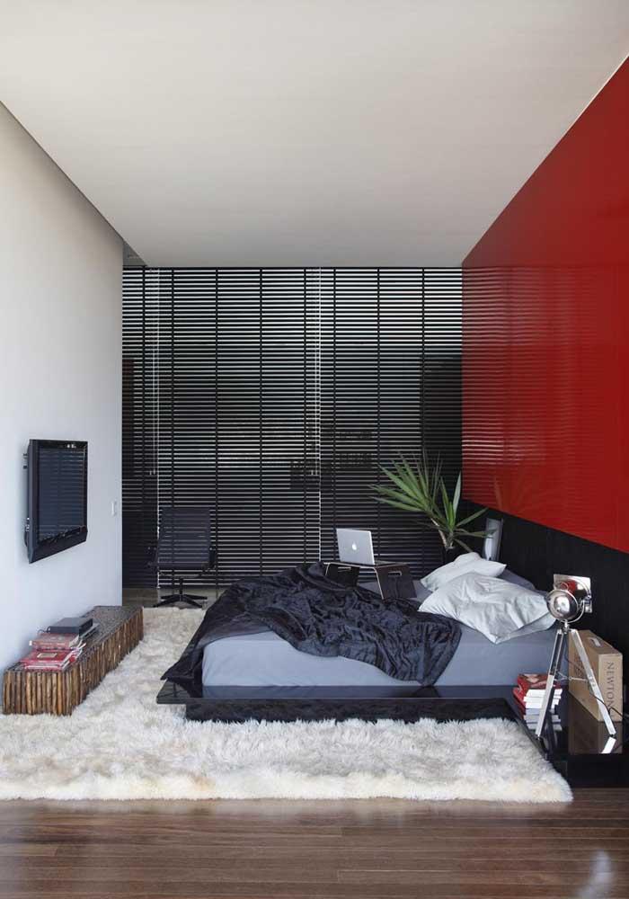 Para pessoas jovens e modernas, nada melhor do escolher um quarto vermelho e preto.