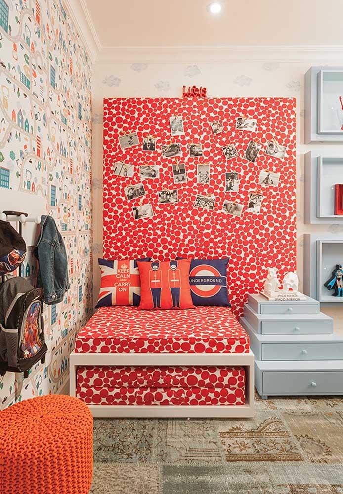 Que tal fazer um quarto inspirado em Londres? Todos os elementos decorativos precisam ser na cor vermelha.