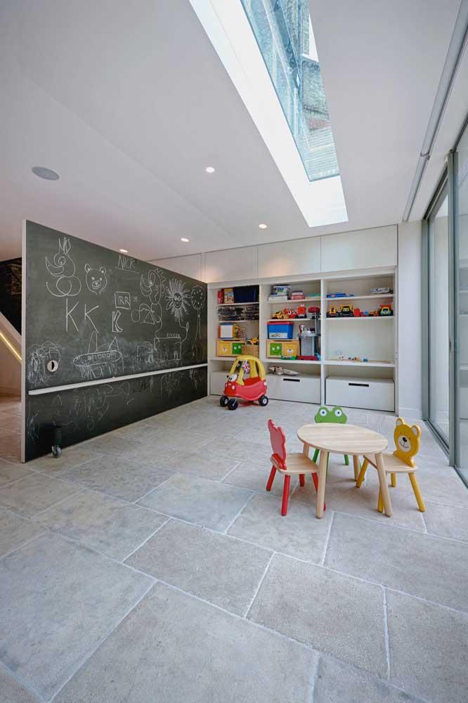 Faça um espaço criativo dentro de casa com a tinta lousa.