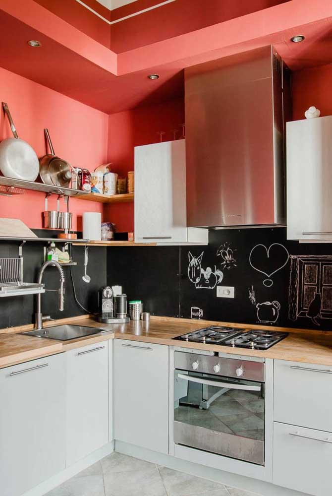 Você pode usar a tinta lousa em toda área da cozinha.