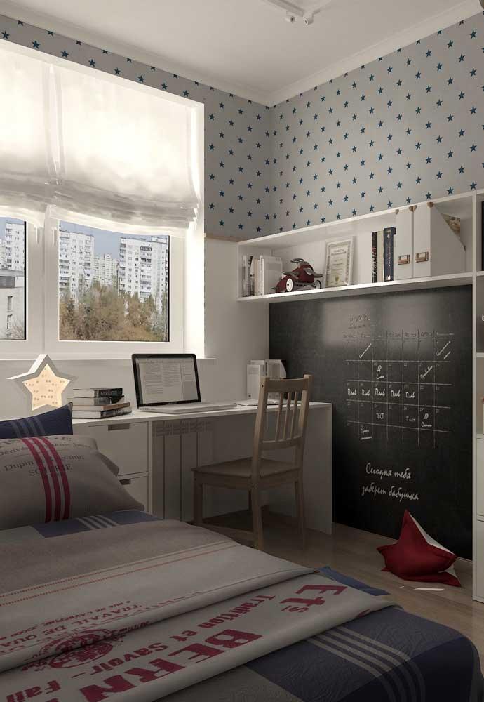 Use a tinta lousa preta para organizar a sua vida no quarto.