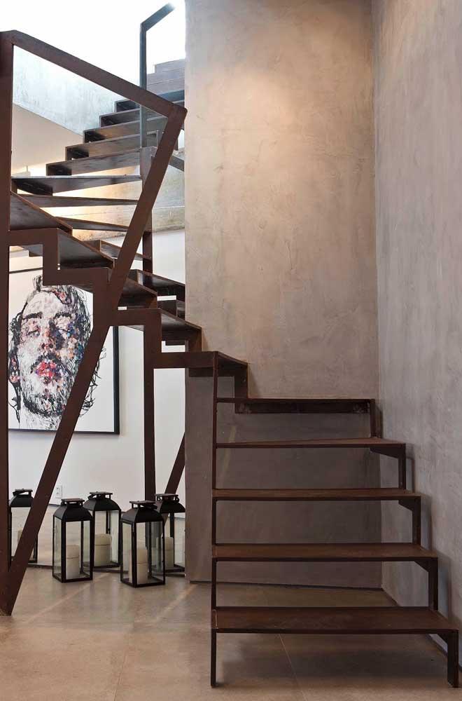 Uma boa opção é usar o aço corten na escada residencial.