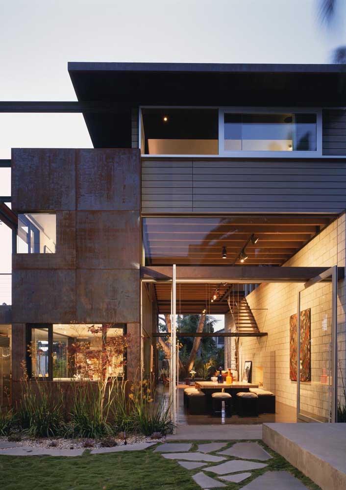 O aço corten é um dos materiais mais usado na fachada de residências e prédios comerciais.
