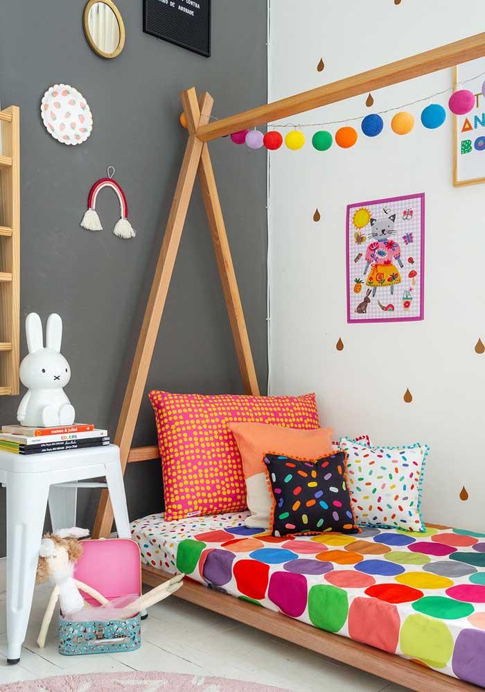 No quarto das crianças use e abuse de almofadas coloridas infantil.