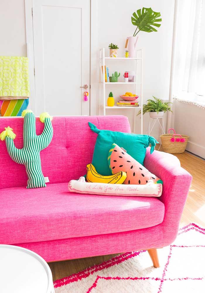 Já pensou em juntar almofadas coloridas e divertidas?