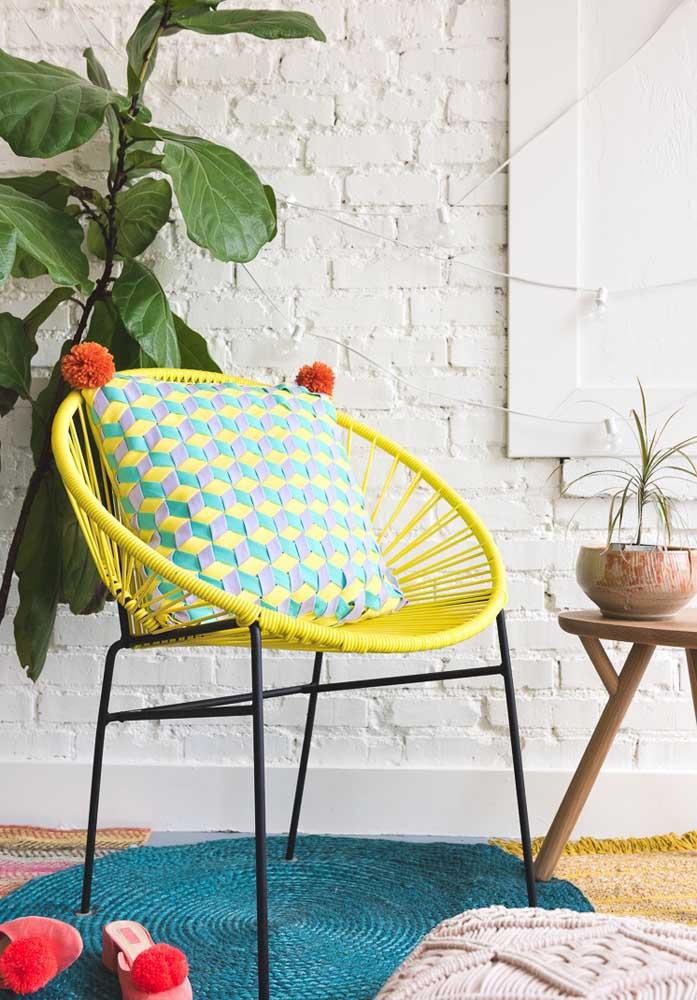 Que tal preparar almofadas coloridas para cadeiras e deixar o ambiente mais confortável e descontraído?