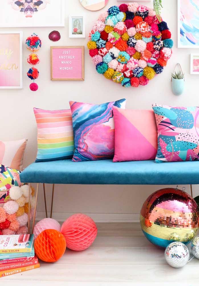 Veja essa variação de capas de almofadas coloridas para decorar cada cantinho da sua casa.