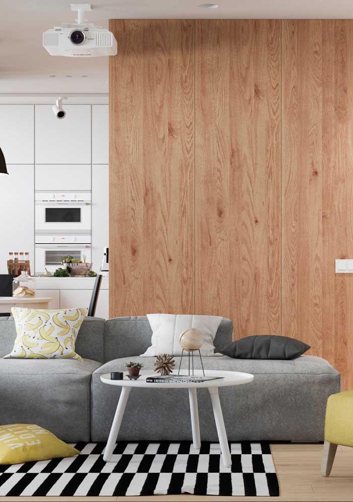 Escolha almofadas coloridas que combinem com a decoração do ambiente.