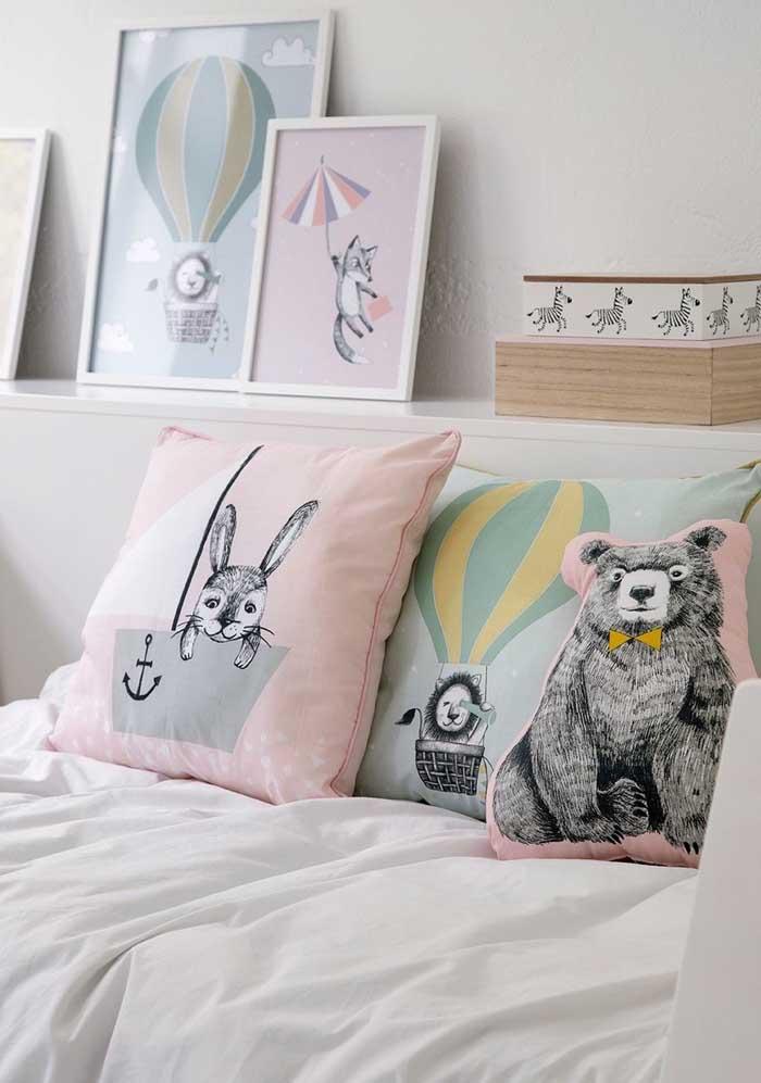Além de coloridas, as almofadas podem ser feitas com a imagem de um bichinho.