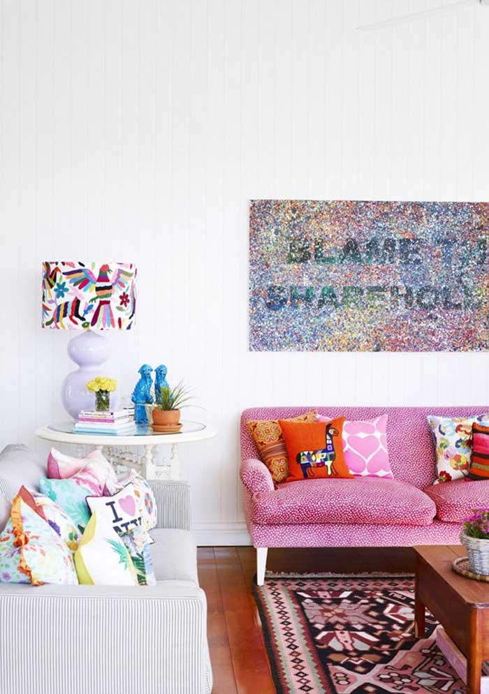 Você pode fazer a mesma coisa no sofá rosa.