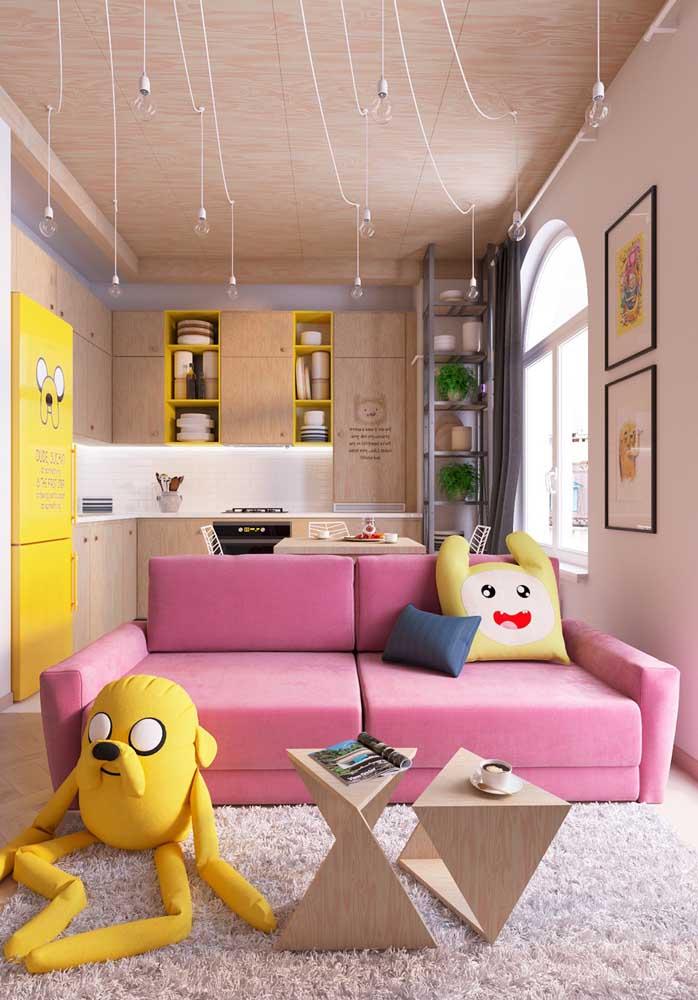 Olha como as almofadas coloridas e divertidas estão combinando com a cor de alguns elementos do ambiente.