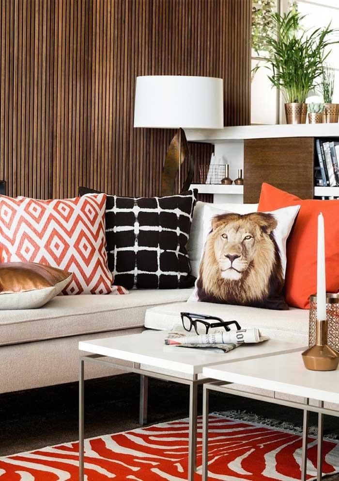 Estampa quadriculada, imagem de animais ou almofadas lisas? Como você deseja fazer a decoração da sua sala?