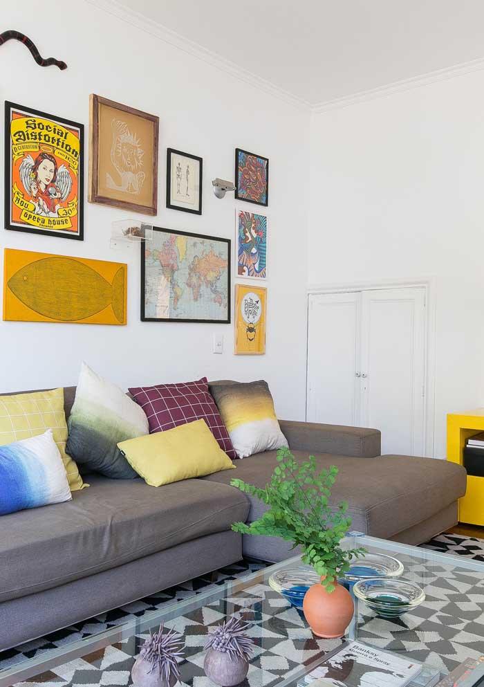 Você mesmo pode fazer as almofadas coloridas da sua casa.