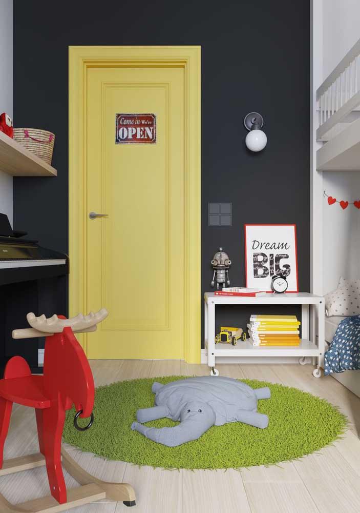 Você pode colocar almofadas divertidas no tapete do quarto das crianças.