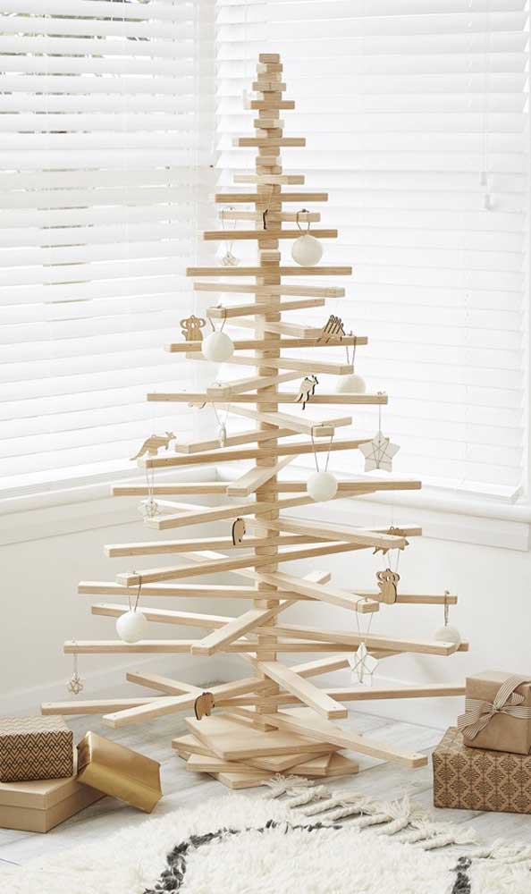 Uma árvore diferente para decorar o seu natal.