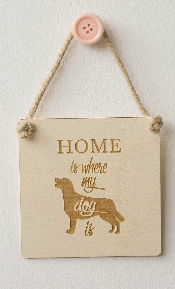 Avise seus convidados que na casa tem um belo cachorro.
