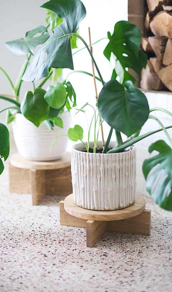 O MDF pode ser usado apenas como suporte para colocar os vasos.
