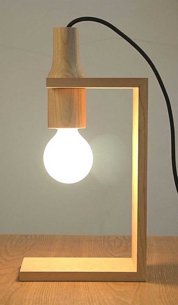 Uma luminária de MDF para iluminar sua vida.