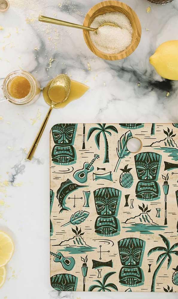 Dá até para fazer uma bandeja personalizada para colocar na mesa.