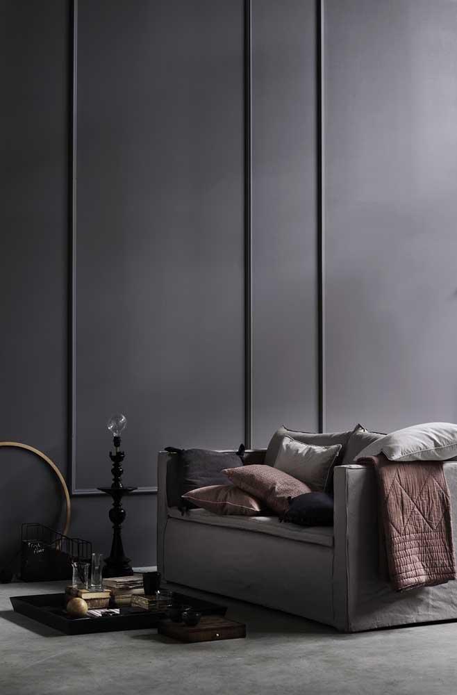 Que tal transformar a parede inteira da sala com a moldura Boiserie?