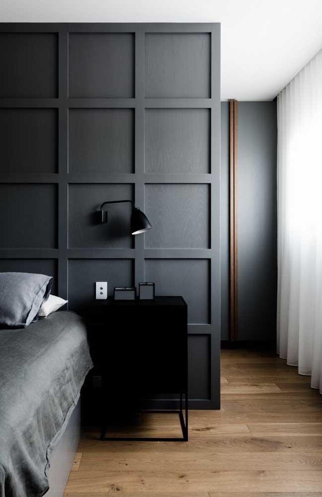 Use a moldura Boiserie como divisória dos ambientes.