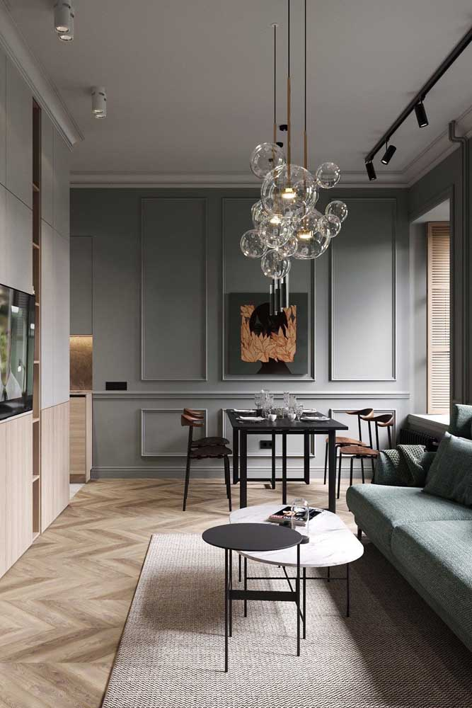 Decore sua sala com Boiserie e use uma cor que combine com o restante de decoração.