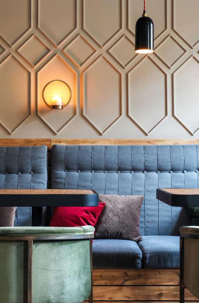 Se você optar pelo Boiserie no estilo mais moderno, pode usar formatos geométricos.