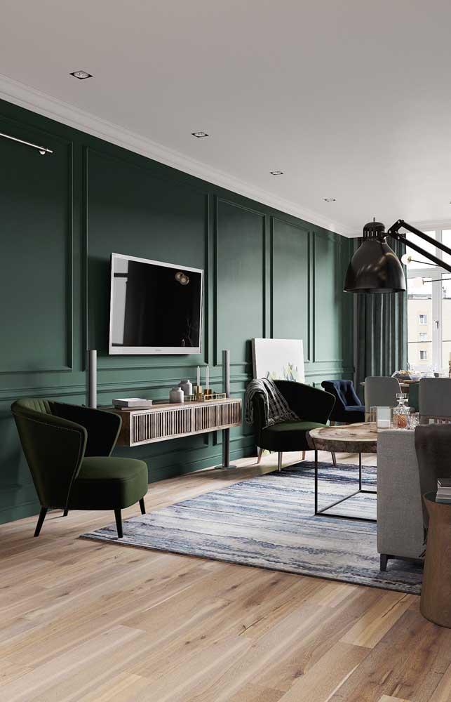 A cor verde, por exemplo, combina perfeitamente com o piso de madeira.