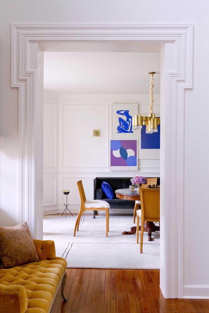 Você pode aplicar a técnica Boiserie tanto na entrada de ambientes quanto nas paredes.