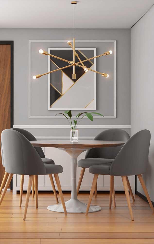 Para deixar o ambiente mais elegante, coloque um belo quadro na parede com a moldura Boiserie.