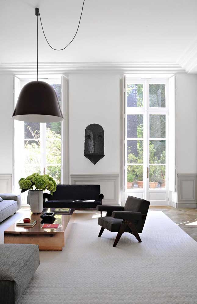 Coloque um elemento decorativo na parede com Boiserie e deixe o ambiente mais moderno.