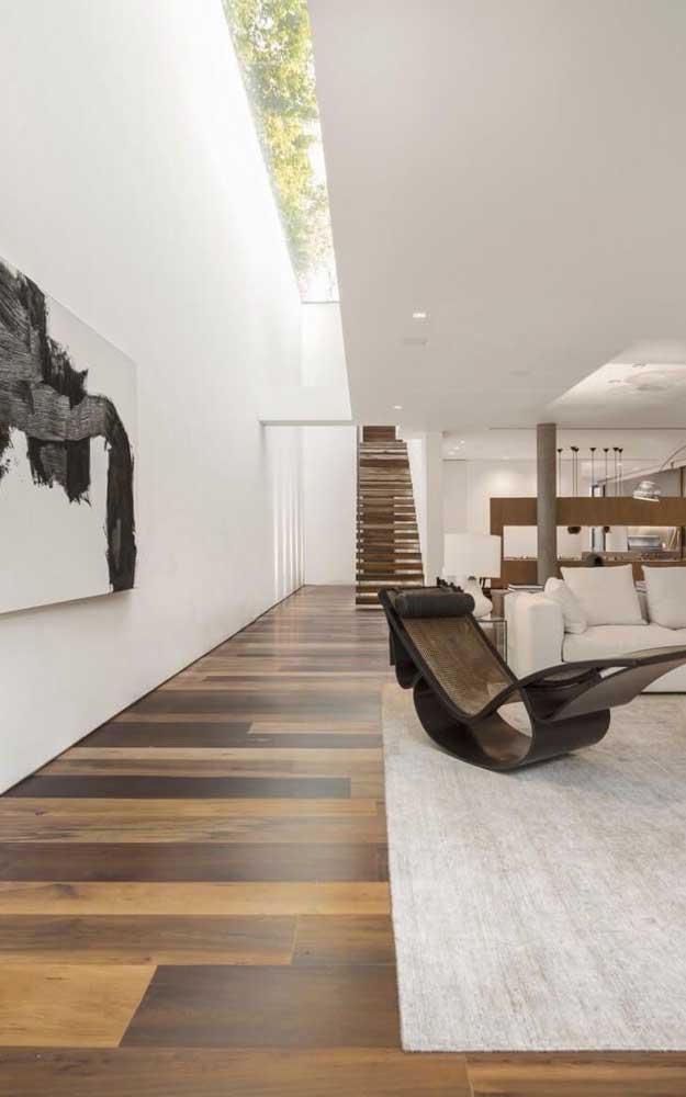 Olha como o carpete de madeira combina com todo tipo de decoração.