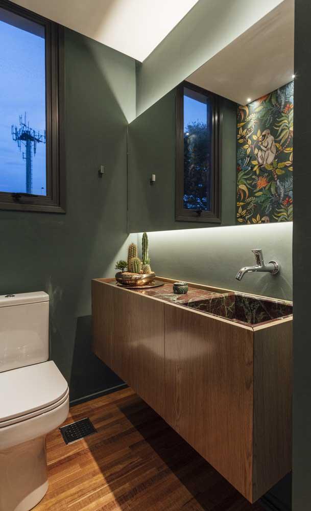 Você até pode colocar carpete de madeira no banheiro, mas precisa ter cuidado com o ambiente úmido.