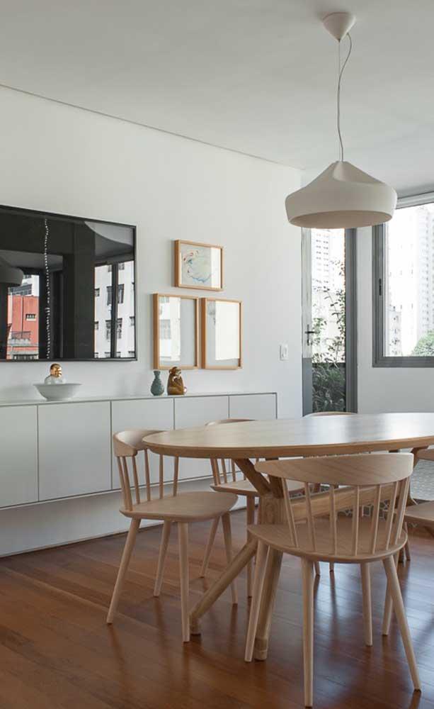 Se você quer evitar colocar o carpete de madeira na cozinha, pode colocar na sala de jantar.