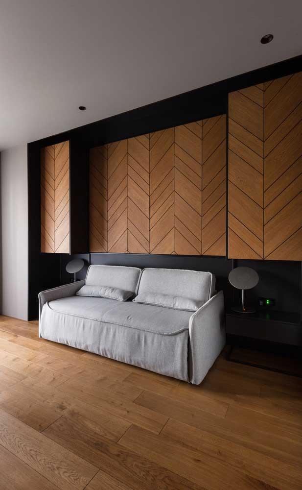 Olha que ideia genial de carpete de madeira na parede.