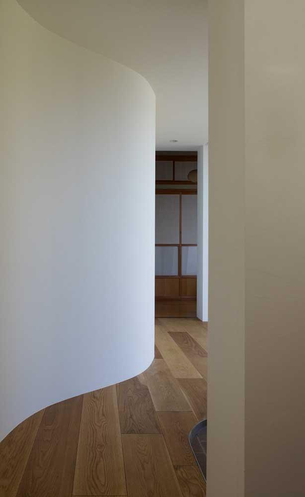Já sabe como limpar carpete de madeira?
