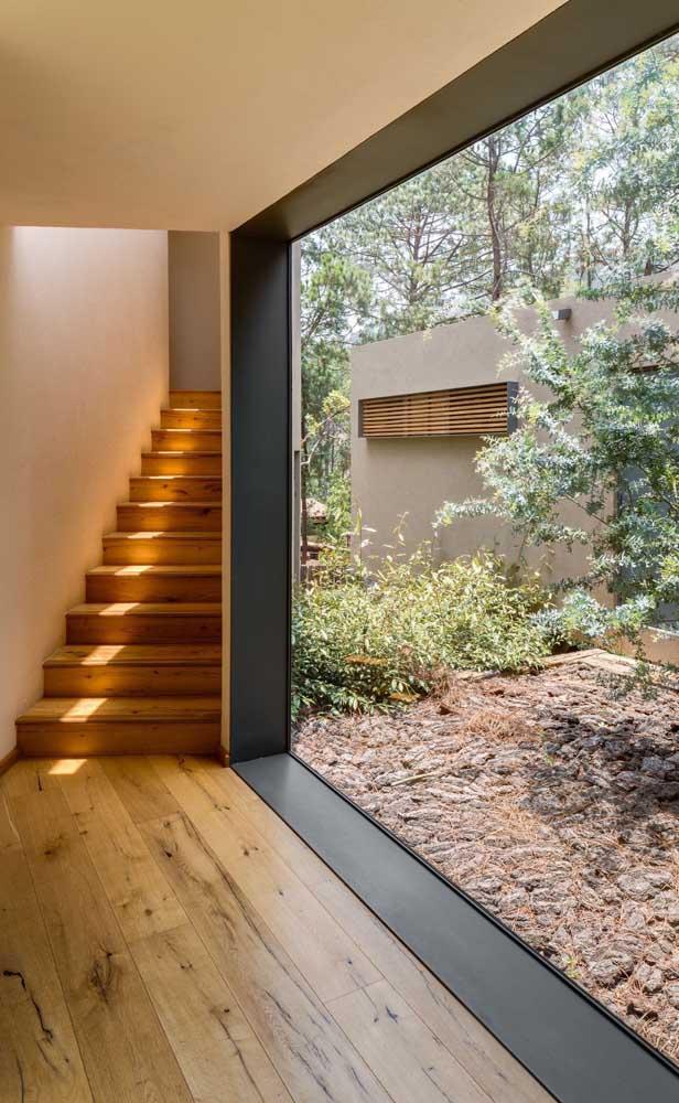 O carpete de madeira colocado é uma das grandes tendências de decoração.