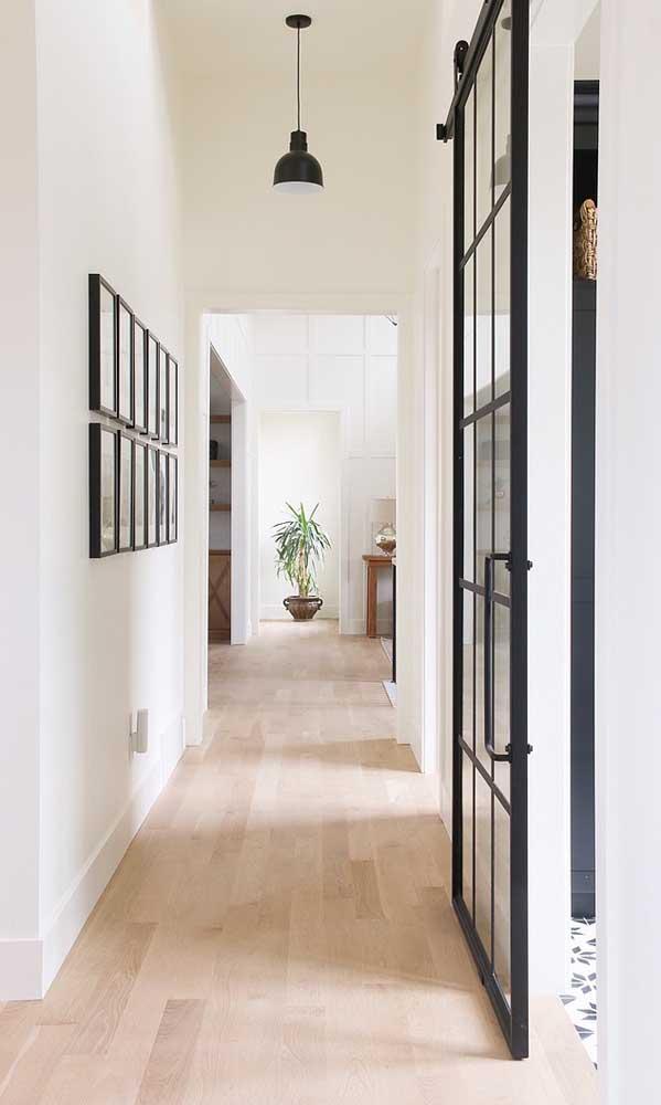 Quer deixar a sua casa mais ampla? Aposte no piso de madeira.