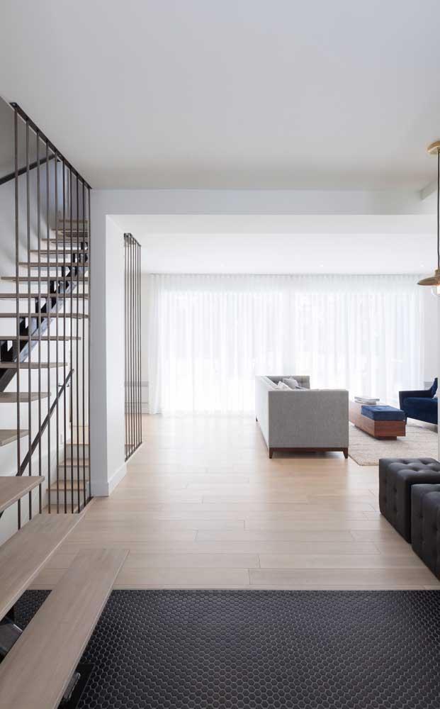Você pode usar dois tipos de materiais na hora de fazer o piso da sua casa.
