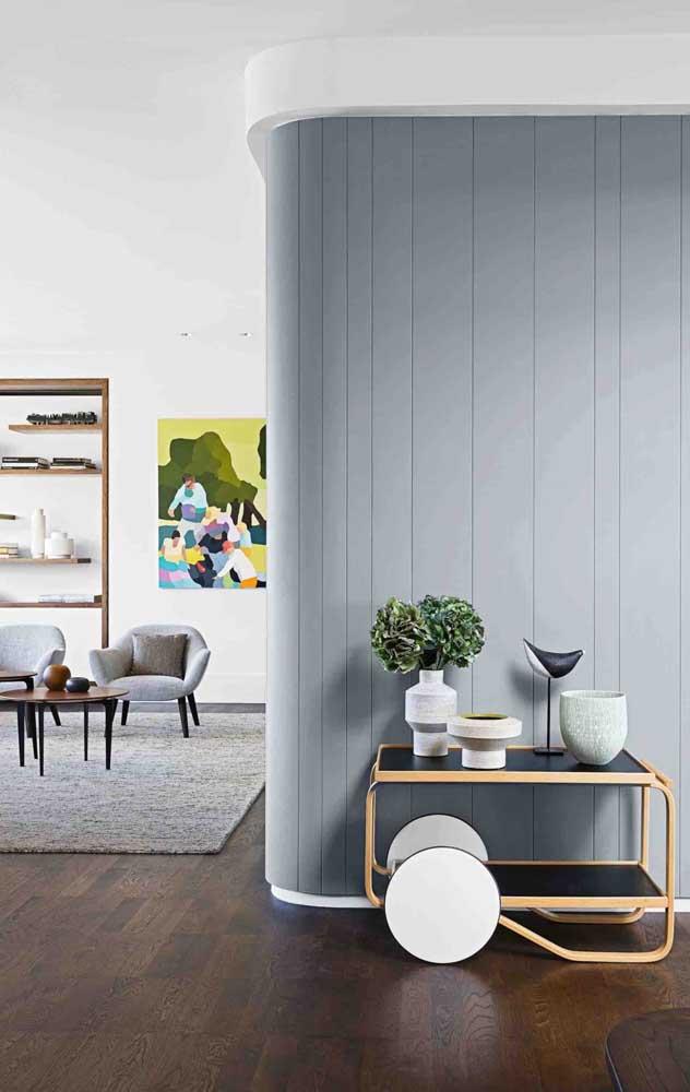 Com o carpete de madeira você pode deixar o ambiente mais decorado.